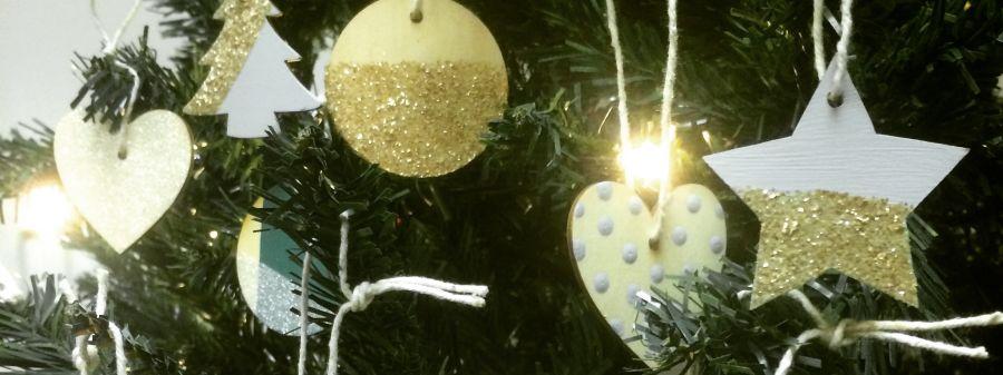 Easy diy christmas decorations blog earthborn for Homemade christmas decorations uk