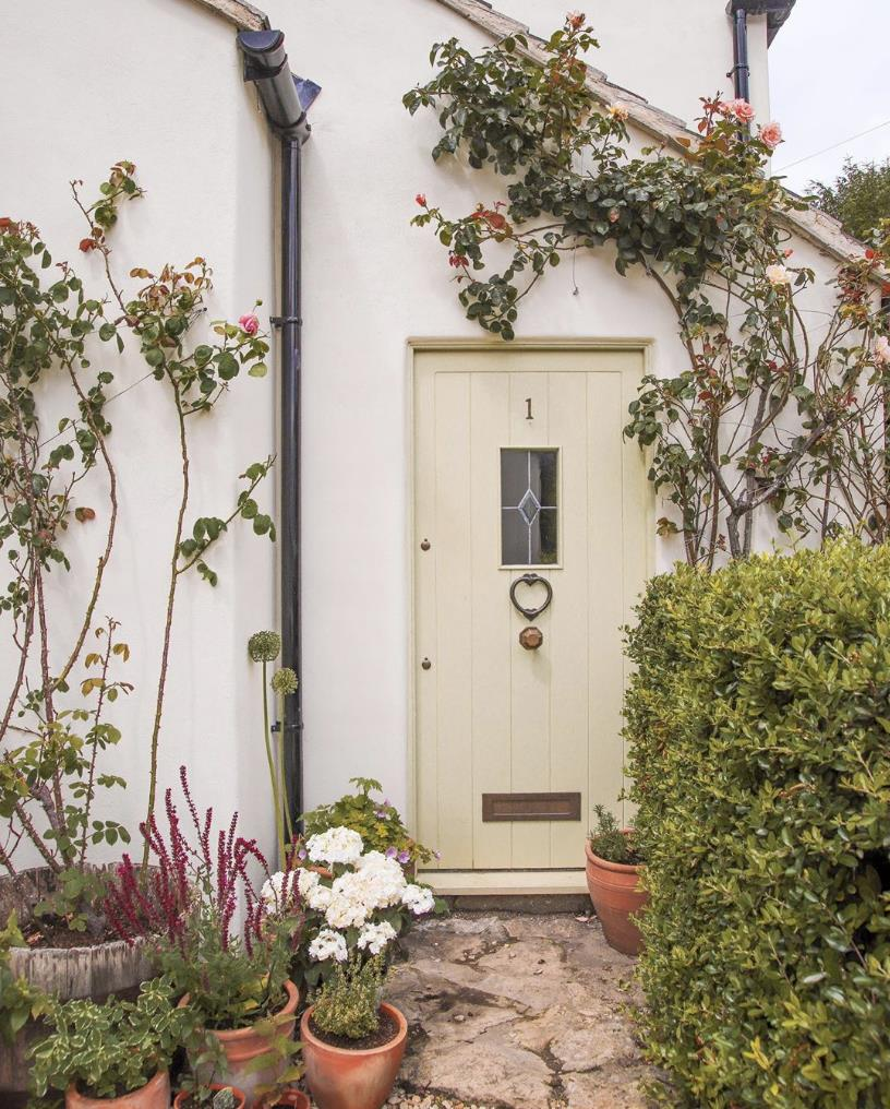 Little Stone Cottage used our highly breathable Silicate Masonry Paint on her lime rendered property