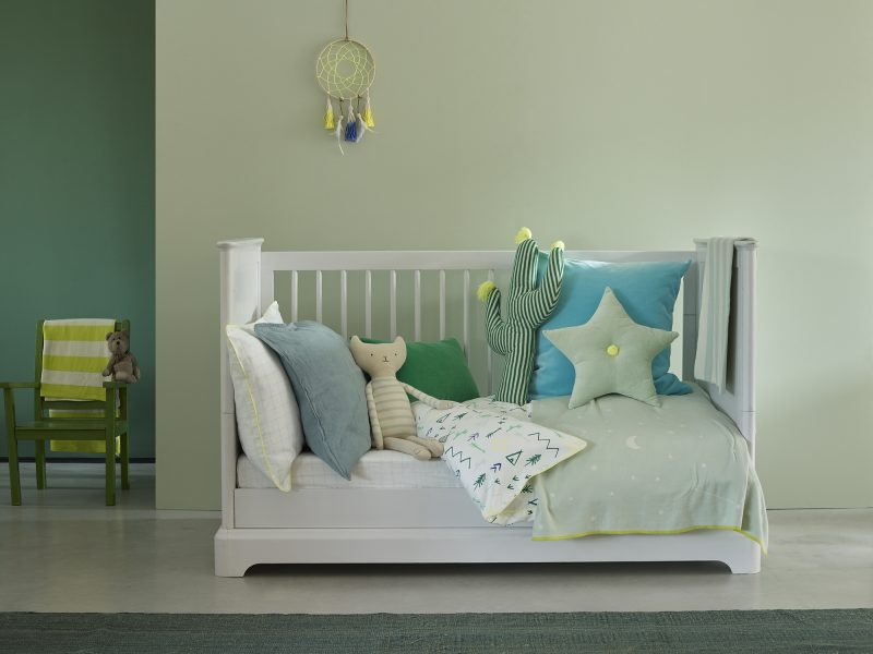 This cot bed was painted in Eggshell No.17 in Bugle